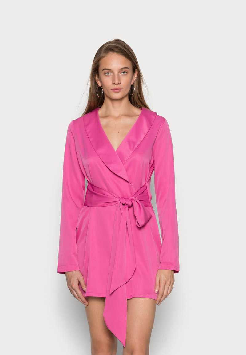 IN THE STYLE - TIE WAIST SATINBLAZER DRESS - Cocktail dress / Party dress - pink