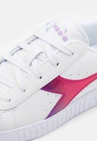 Diadora - GAME STEP RAINBOW - Sports shoes - white/lavendula - 5