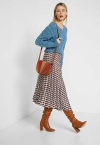 ORSAY - MIT MUSTER - A-line skirt - herbstrot - 1
