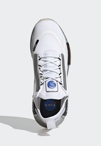 adidas Originals - NMD_R1 SPECTOO UNISEX - Sneakers basse - footwear white/core black - 1