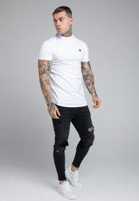 SIKSILK - GRANDAD COLLAR - Poloshirt - white - 1