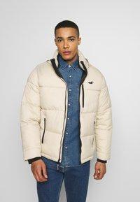 Hollister Co. - PUFFER MOCK BURG - Winter jacket - beige - 0
