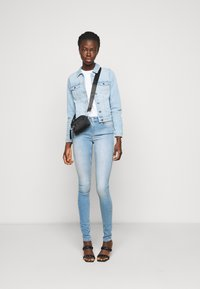 ONLY Tall - ONLBLUSH LIFE MID - Jeans Skinny Fit - light blue denim - 1