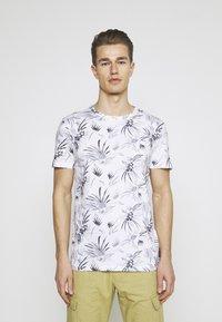 TOM TAILOR DENIM - ALLOVER PRINTED - Print T-shirt - white/navy - 0