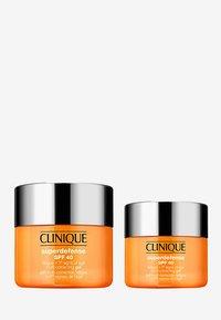 Clinique - SUPERDEFENSE SPF 40 SET - Skincare set - - - 0