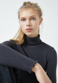 PULL&BEAR - Langærmede T-shirts - black - 4