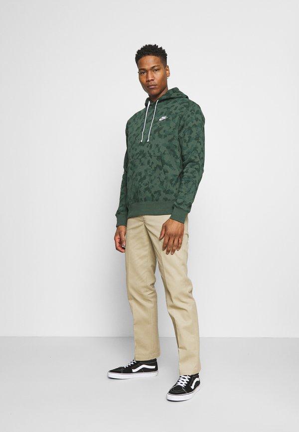 Nike Sportswear CLUB HOODIE CAMO - Bluza - galactic jade/white/oliwkowy Odzież Męska YGWD
