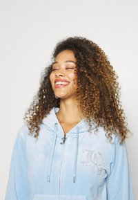 Juicy Couture - NUMERAL HOODIE - Zip-up sweatshirt - powder blue - 5