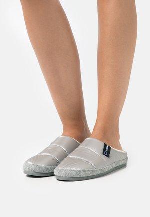 LENA - Slip-ins - acolchado lux/gris