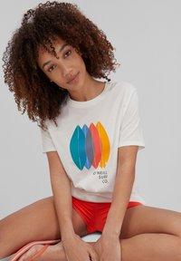 O'Neill - SURFBOARD - Print T-shirt - powder white - 2