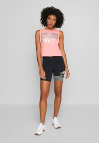 Superdry - TRAINING GRAPHIC SHORTS - Leggings - grey marl - 1