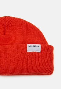 Mennace - MINI ROLL BEANIE WITH TAB - Beanie - orange - 3