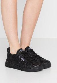 Versace Jeans Couture - LINEA FONDO PENNY - Trainers - nero - 0