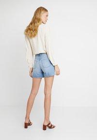 edc by Esprit - Jeans Shorts - blue light wash - 2