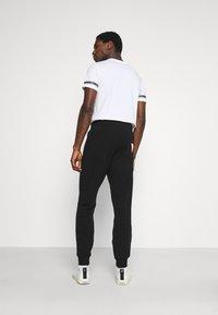 Guess - ADAM PANT - Pantaloni sportivi - jet black - 2