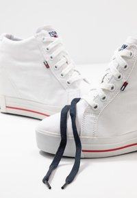 Tommy Jeans - NICE WEDGE - Joggesko - white - 7