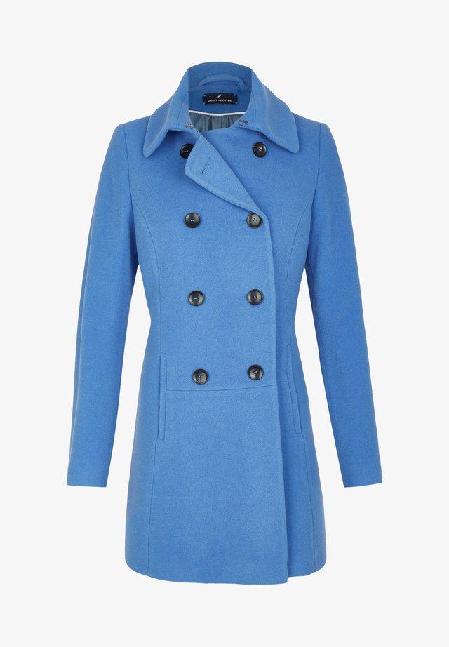 MIT ZWEIREIHIGER KNOPFLEISTE - Short coat - blau