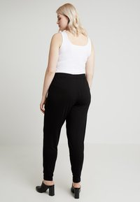 CAPSULE by Simply Be - TAPERED TROUSERS - Trousers - black - 2