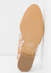 NAE Vegan Shoes - VERO - Matalakantaiset pistokkaat - white - 4