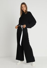 Even&Odd - CROPPED JUMPER - Strikkegenser - black - 1