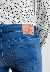 Kings Of Indigo - JUNO - Slim fit jeans - veggie warp mid stone - 3