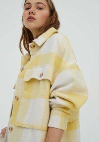 PULL&BEAR - Summer jacket - yellow - 3
