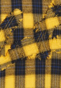 The Couture Club - OVERSIZED CHECK WITH COUTURE APPLIQUE SIGNATURE - Skjorta - yellow/blue - 2