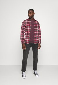 Only & Sons - ONSBOBBY WASHED CHECK - Skjorta - sun dried tomato - 1