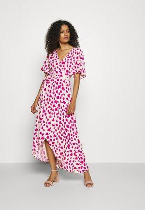 ARCHANA SLEEVE CATO DRESS - Maxi dress - white/pink