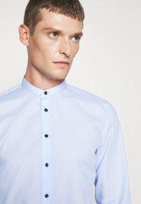 Seidensticker - MANDARIN TAPE SLIM FIT - Shirt - hellblau - 3
