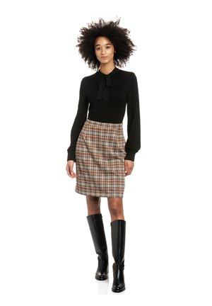 Shift dress - schwarz allover