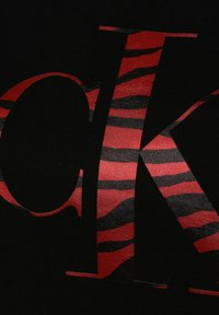Calvin Klein Jeans - ZEBRA TEE - Print T-shirt - schwarz - 2