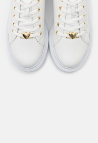 Love Moschino - LOVE RUNNING - Baskets basses - white - 6