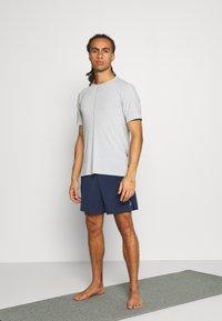 Nike Performance - ACTIVE YOGA - Träningsshorts - midnight navy/gray - 1