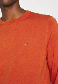 Tommy Hilfiger - BLEND CREW NECK - Neule - orange - 5