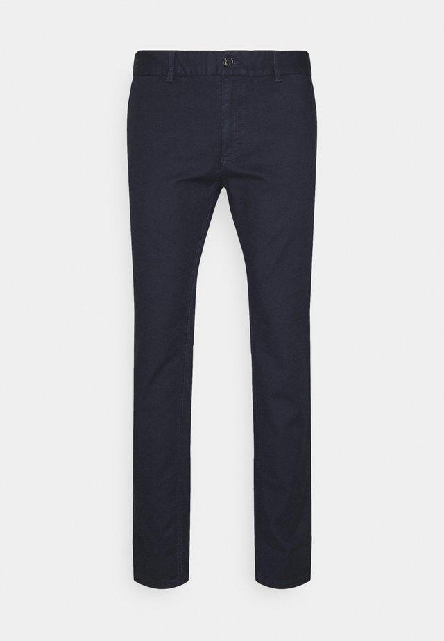 MOTT CLASSIC GARMENT DYED - Pantalones chinos - night