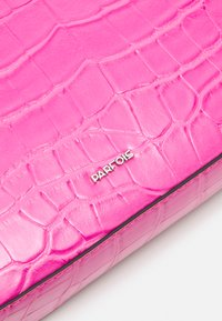 PARFOIS - CROSSBODY CARAMEL S - Across body bag - pink - 4