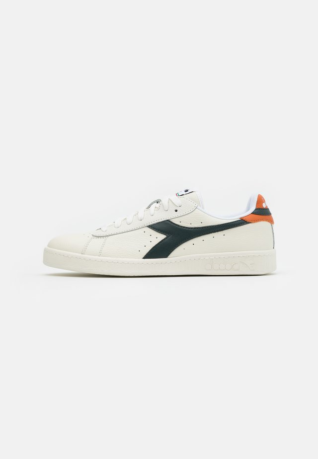 GAME - Zapatillas - white/darkest spruce