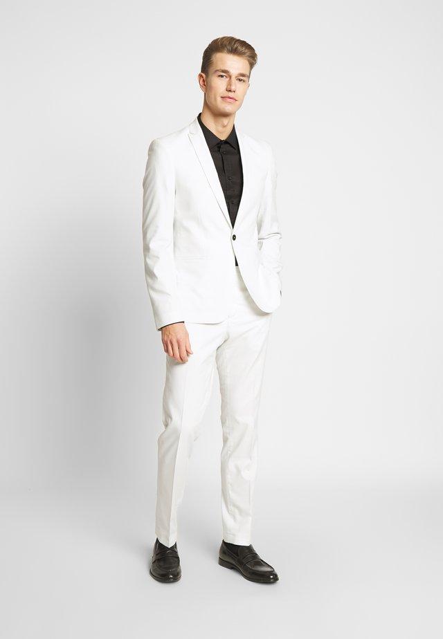 NEW GOTHENBURG SUIT - Suit - white