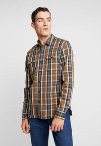 Levi's® - JACKSON WORKER - Overhemd - archer sepia - 0