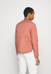 edc by Esprit - QUILTED INDOOR - Jas - coral - 2