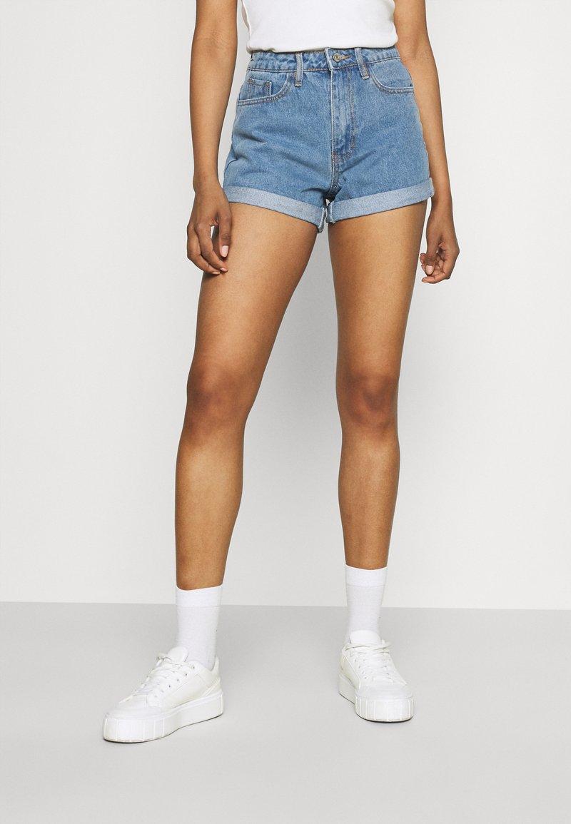 Missguided - HIGHWAISTED TURN UP  - Denim shorts - blue