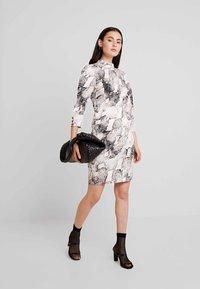 Gestuz - BARANGZ DRESS  - Vestido informal - powder - 1