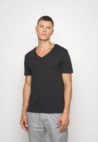 Pier One - 2 PACK - Basic T-shirt - anthracite/black - 1