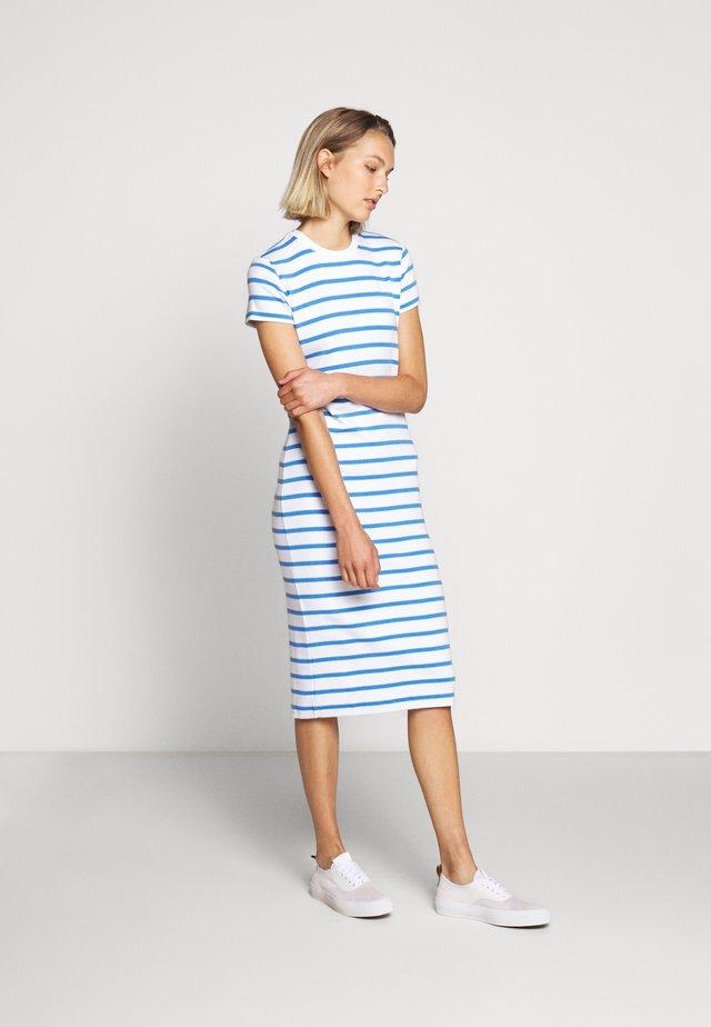 PIMA - Sukienka z dżerseju - white/rivera blu
