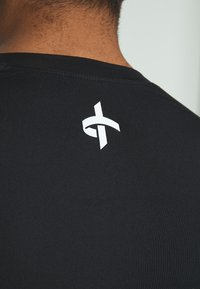 Cross Sportswear - ARMOUR - Koszulka sportowa - black - 5