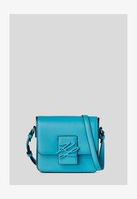 a302 bright blu