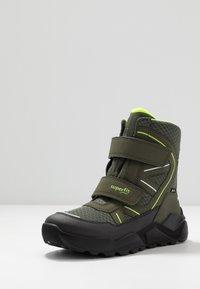 Superfit - ROCKET - Zimní obuv - grün/gelb - 2