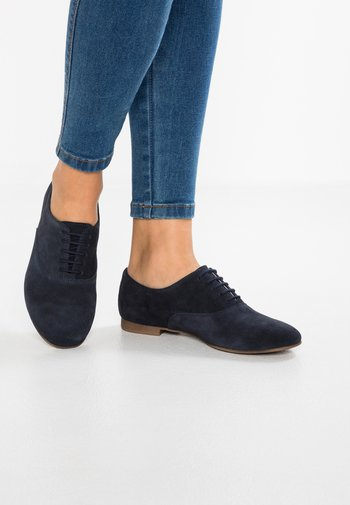 LEATHER FLAT SHOES LACE-UPS - Lace-ups - dark blue