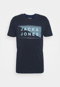 JCOSHAWN TEE CREW NECK - Print T-shirt - navy blazer